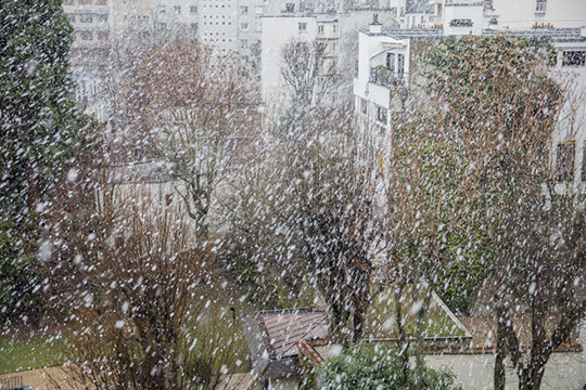 Five minutes of snow in Paris